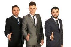 Gruppo degli uomini di affari che danno le strette di mano Fotografie Stock Libere da Diritti