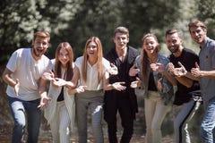 Gruppo dei giovani felici Fotografia Stock