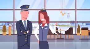 Gruppo dei lavoratori della squadra di linea aerea dell'aeroporto di And Stewardess In del pilota Fotografie Stock Libere da Diritti