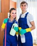 Gruppo dei pulitori professionali in ufficio Fotografia Stock Libera da Diritti