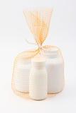 Gruppo del contenitore della borsa netta di bottiglia bianca della medicina Immagine Stock