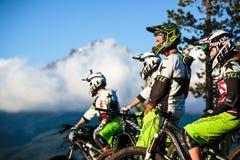 Gruppo del mountain bike e cappuccio di Mt. Immagini Stock Libere da Diritti