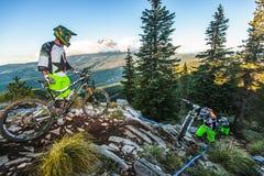 Gruppo del mountain bike e cappuccio di Mt. Fotografia Stock Libera da Diritti