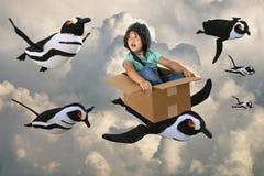 Gruppo del pinguino di volo, immaginazione, tempo del gioco fotografia stock