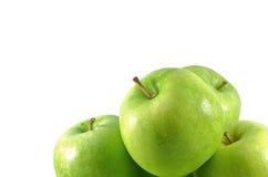 Gruppo dell'isolato di mele verdi fresche Immagini Stock