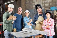 Gruppo dell'operaio metallurgico come gruppo fotografie stock