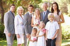 Gruppo della famiglia alla cerimonia nuziale Immagini Stock
