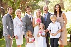 Gruppo della famiglia alla cerimonia nuziale Fotografie Stock Libere da Diritti