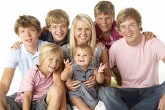 Gruppo della famiglia felice insieme fotografie stock