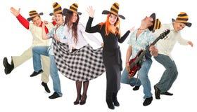 Gruppo della gente di Dancing in cappelli di Halloween fotografia stock libera da diritti