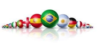 Gruppo delle sfere di gioco del calcio di calcio con le bandierine delle squadre Fotografie Stock