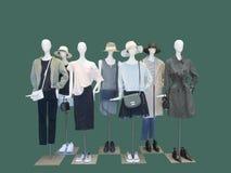 Gruppo di abbigliamento di modo femminile di usura dei manichini Immagini Stock