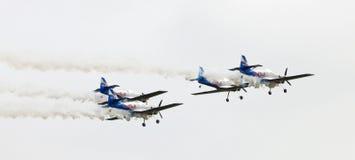 Gruppo di acrobazie aeree dei tori di volo sul Airshow Fotografie Stock