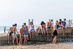 Gruppo di adolescenti a Brighton Beach Fotografia Stock