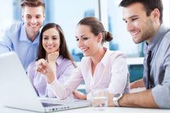 Gruppo di affari all'ufficio Fotografie Stock Libere da Diritti