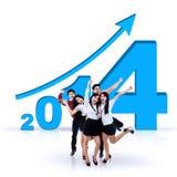 Gruppo di affari che celebra successo durante il nuovo anno 2014 Immagini Stock Libere da Diritti