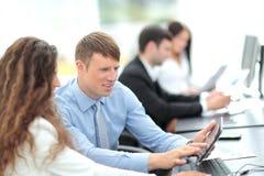 Gruppo di affari che discute insieme i business plan Immagine Stock Libera da Diritti