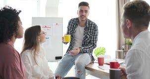 Gruppo di affari che ha pausa caff? archivi video