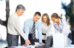 Gruppo di affari che ha riunione in ufficio Fotografie Stock Libere da Diritti