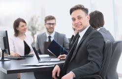 Gruppo di affari con un senior manager nella priorità alta Immagine Stock Libera da Diritti