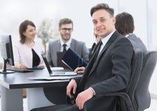 Gruppo di affari con un senior manager nella priorità alta Fotografia Stock Libera da Diritti