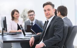 Gruppo di affari con un senior manager nella priorità alta Immagini Stock Libere da Diritti