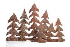 Gruppo di alberi di Natale fatti a mano di legno - artigianato. Fotografia Stock