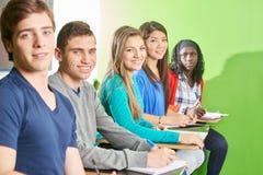 Gruppo di allievi adolescenti Fotografie Stock Libere da Diritti