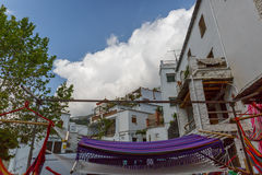 Gruppo di amache su una via in un villaggio del Alpujarra, stazione termale Immagini Stock Libere da Diritti