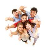 Gruppo di amici allegri felici Immagine Stock