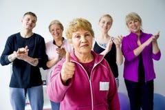 Gruppo di anziani che fanno gli esercizi Immagine Stock Libera da Diritti