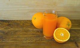 Gruppo di arancia sulla tavola di legno fotografia stock libera da diritti