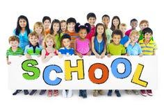Gruppo di bambini con il concetto della scuola fotografia stock