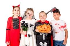 Gruppo di bambini in costumi di Halloween fotografia stock libera da diritti