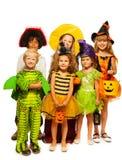 Gruppo di bambini in costumi isolati su bianco Immagini Stock