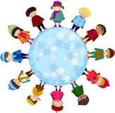 Gruppo di bambini e di inverno Fotografie Stock Libere da Diritti
