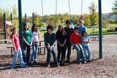 Gruppo di bambini su swingset Immagini Stock Libere da Diritti