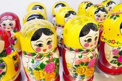 Gruppo di bambole russe di incastramento Ricordo popolare Fotografia Stock