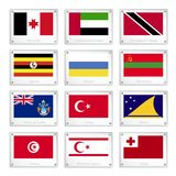 Gruppo di bandiere di paesi sui piatti di struttura del metallo Immagini Stock Libere da Diritti