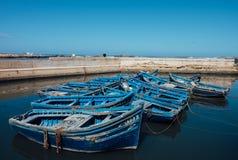 Gruppo di barche blu in Essaouira, Marocco Fotografie Stock