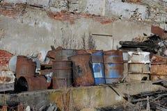 Gruppo di barilotti con rifiuto tossico Fotografie Stock Libere da Diritti