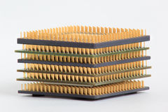 Gruppo di chip di computer sui precedenti bianchi fotografie stock libere da diritti