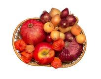 Gruppo di cipolle ed altre frutta e verdure Immagini Stock Libere da Diritti