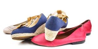 Gruppo di colore differente e stile della scarpa casuale immagini stock libere da diritti