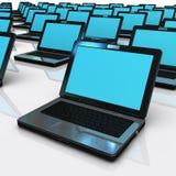 Gruppo di computer portatile nella rete su bianco Immagini Stock Libere da Diritti