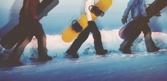 Gruppo di concetto estremo di corsa con gli sci degli Snowboarders Fotografie Stock Libere da Diritti