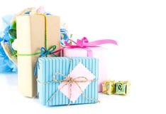 Gruppo di contenitori di regalo su bianco Fotografie Stock Libere da Diritti