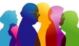 Gruppo di conversazione della gente anziana Dialogo fra la gente anziana Conversazione nell'età matura Profilo colorato della sil illustrazione di stock