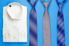 Gruppo di cravatte variopinte e di camicia Fotografia Stock
