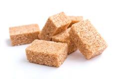 Gruppo di cubi marroni dello zucchero di canna Fotografia Stock Libera da Diritti